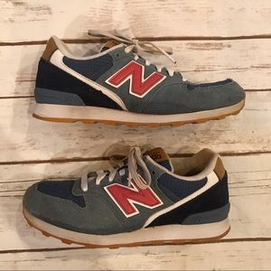 New balance sneakers! Good condition! Size 6
