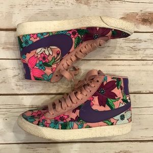 Nike high top floral sneakers! Good condition!