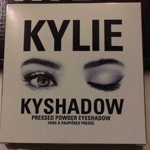 Kylie Bronze Eye Shadow Palette. Brand new!