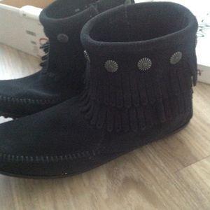 Minnetonka black double fringe side zip boots