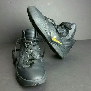 NIKE HYPERFUSE  YOUTH/WOMEN SHOES