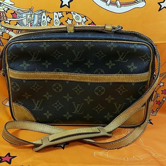 d3f2f46b0988 Louis Vuitton Handbags - Authentic Louis Vuitton Monogram Crossbody
