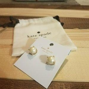 NWT ♠Kate Spade pearl stud earrings