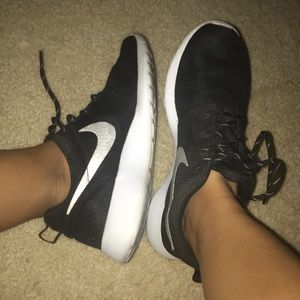 Nike Roshes Black