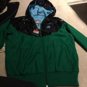 New Nike green hooted light lined jacket