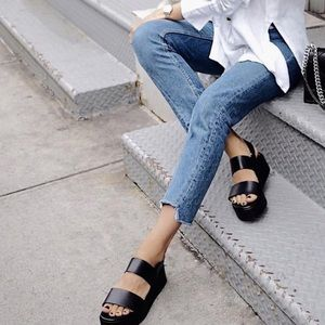 Very comfortable, black color summer sandals