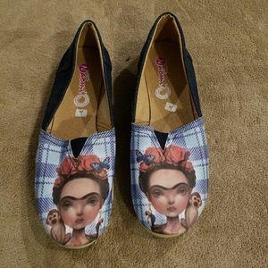 Adorable Frieda Kahlo shoes!
