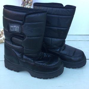 Boys snow boots size 5