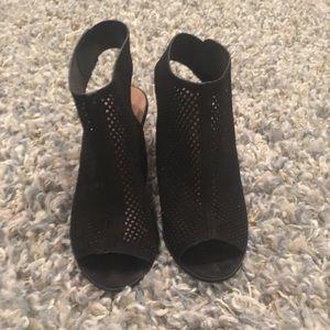 Super cute black casual heels
