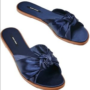 Knotted Navy blue Sandal 37