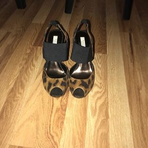Simply Vera, Vera Wang Shoes