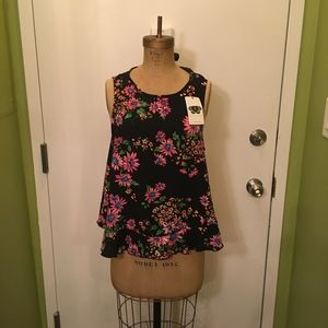 NWT Lila Clothing Co. Floral Tie Back Shirt Top