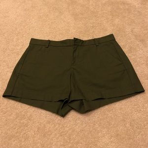 GAP sunkissed shorts in army green in size 8