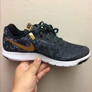 Nike Women experience Camo gold