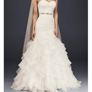DAVIDS BRIDAL-Organza Mermaid Ruffled Wedding Gown
