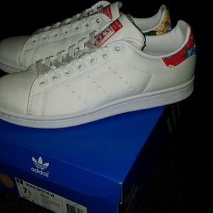 NWT ADIDAS WOMANS STAN SMITH WHITE/FLORAL SNEAKERS