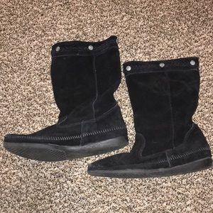 Black moccasin boot