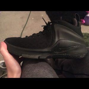 Nike lebron witness zoom