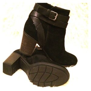 Clarks suede and leather ankle boots size 5.5