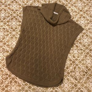 Sleeveless Tan cowl neck sweater - M