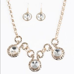Glam Goddess Necklace Set in Gold