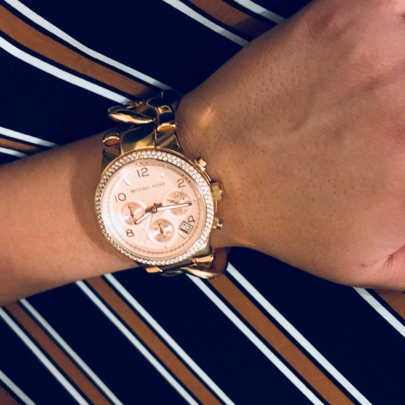 Michael Kors Runway Mk3247 rose gold twisted watch