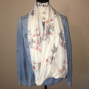 Beautiful H&M Crane design infinityloop scarf/wrap
