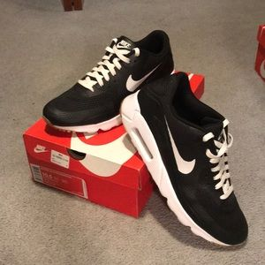 Nike Air Max 90 Ultra Essential 1.0