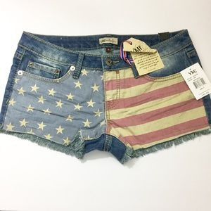 🎁 Flag denim shorts