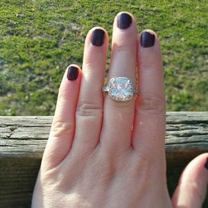 Large solitaire and halo crystal ring size 8 NWOT