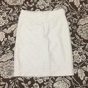 Banana Republic creamy lace pencil skirt, Sz 6