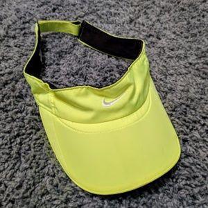 Nike featherlight viser