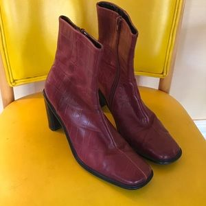 Vintage purple leather zip-up booties!