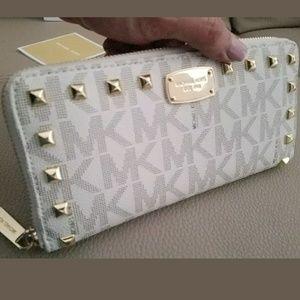 Michael kors new $220 WALLET studded continental