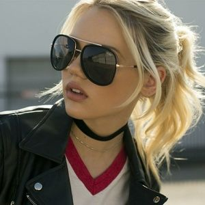 QUAY Needing Fame Black gold sunglasses