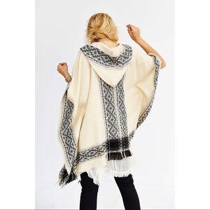 CLOSET CLOSING UO Ecote Blanket Poncho Jacket