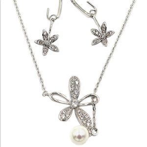 Elegant crystal flower petals silver necklace set