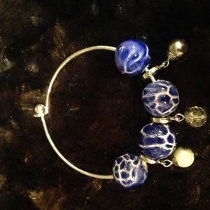 Pretty clasp bead bracelet.