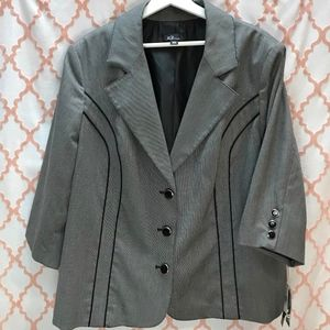 Unique blazer in a very fine hounds tooth fabric