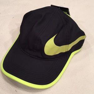 Black/yellow Nike Hat