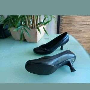 Steve Madden Kitten Heels Classic 9B Black Leather