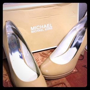 Stylish nude Michael Kors pumps 10