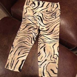 Leopard print crop leggings.