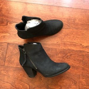 Black Leather Steve Madden Booties (7M)