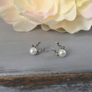 🆕 Silver Toned Reindeer Earrings with Faux Pearl
