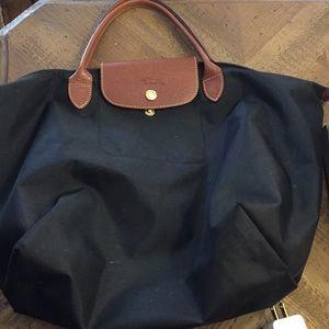 Black Longchamp Medium Le Pliage Tote