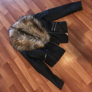 Leather coat with detachable fur collar