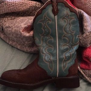 Ladies Gypsy Justin boots size8-1/2 B. Brand new