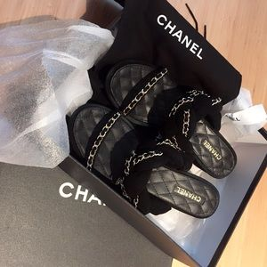 CHANEL✨Black suede gold chain detailed sandals ✨