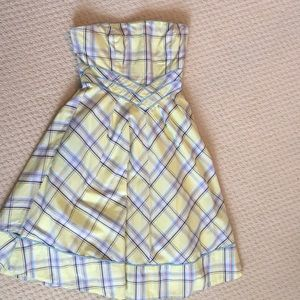 Adorable yellow plaid dress with pockets!!